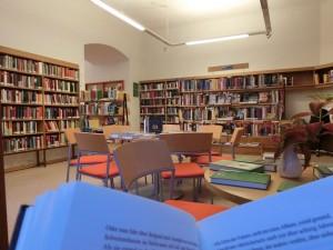 In der Bibliothek Garsten